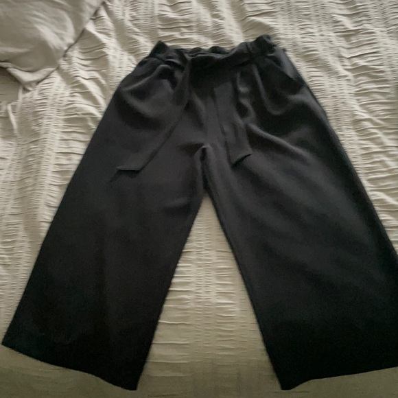 Cropped Lulus with tie- business/downtown look